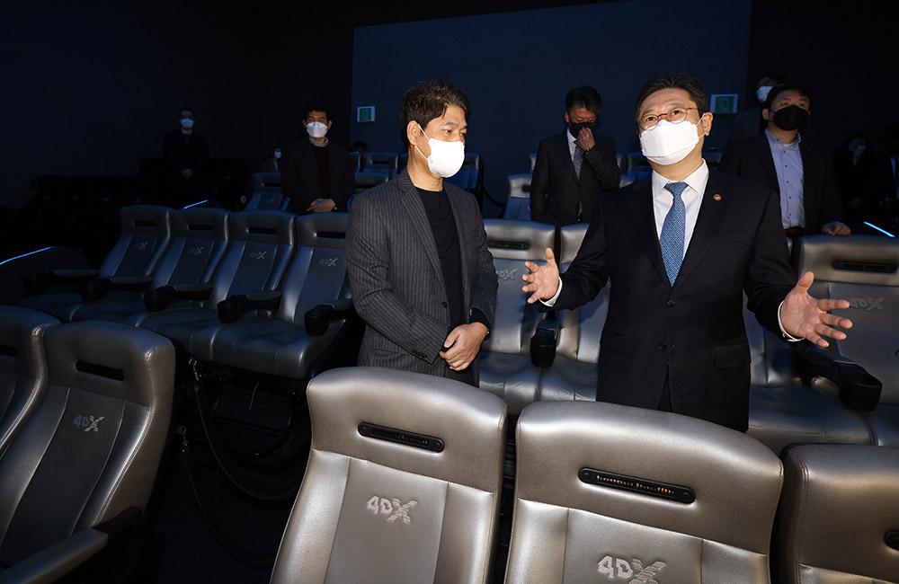영화관 점검