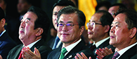 President Moon sends message of thanks, peace to overseas Koreans